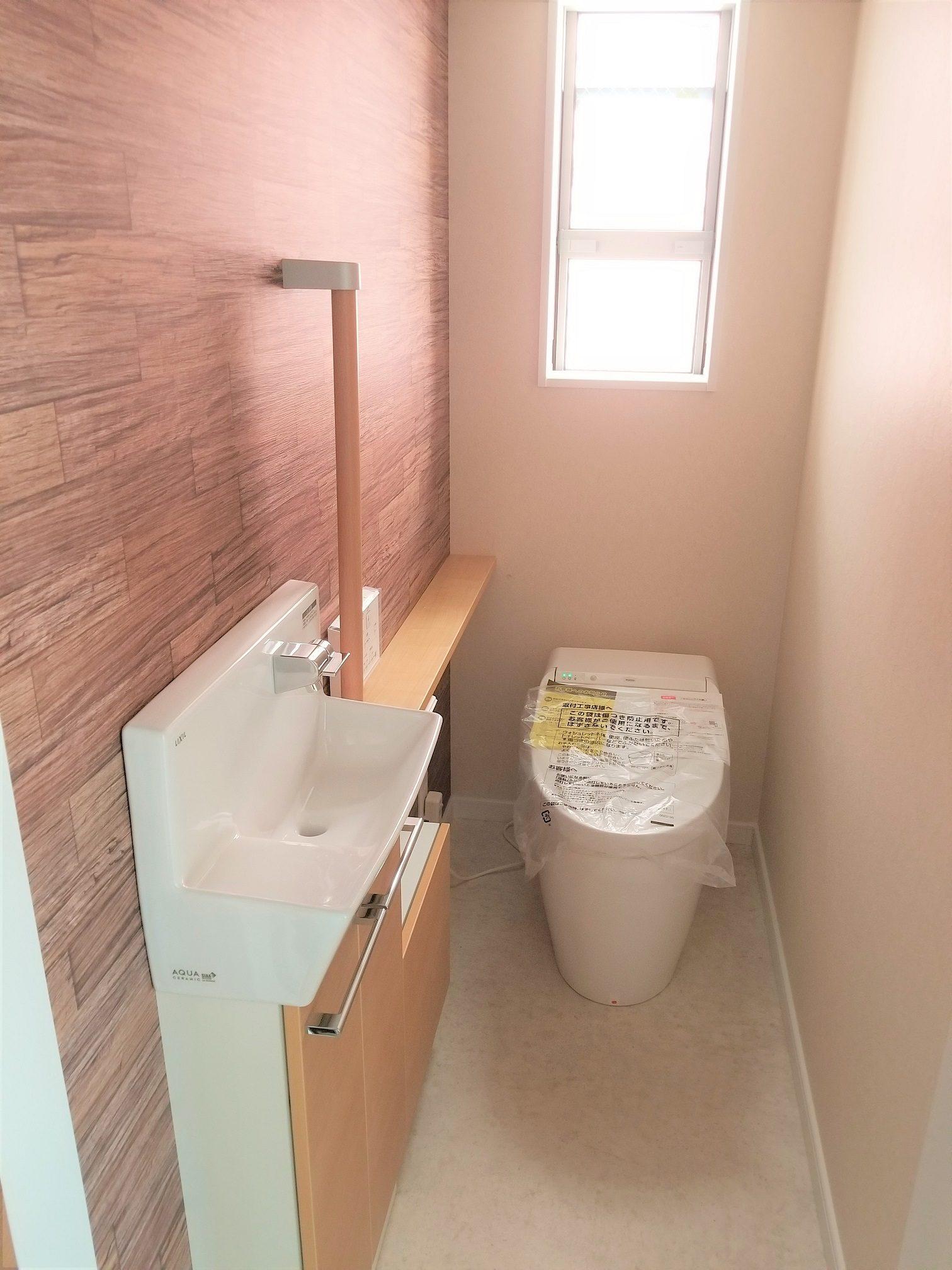 お掃除のしやすいタンクレスでスッキリとした温水洗浄付きトイレ(ル・メイユール他物件施工例)